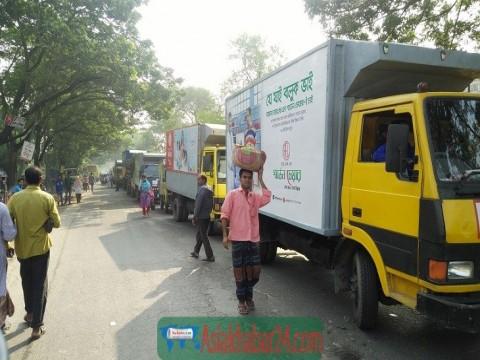 ঝিনাইদহে সদর এমপির পিএস সহ দুজনকে কুপিয়ে আহত করায় মহাসড়ক অবরোধ
