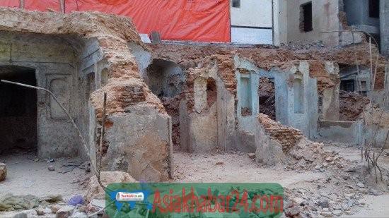 আধুনিকতার নামে ভেঙ্গে ফেলা ২৭১ বছরের পুরনো মসজিদটি