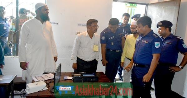 রূপগঞ্জ ইউপি নির্বাচনে ভোটকেন্দ্র পরিদর্শনে এসপি হারুন