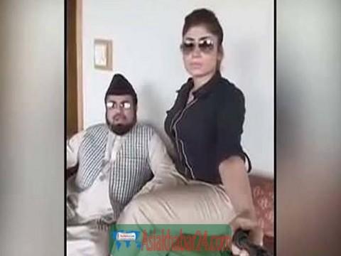 পাকিস্তানের মডেল কিন্দিল বেলুচ হত্যায় ফেঁসে যাচ্ছেন সেই মুফতি